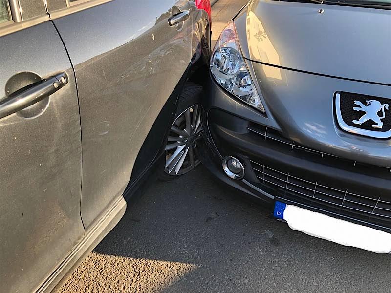 Die beiden beschädigten Fahrzeuge (Foto: Polizei RLP)