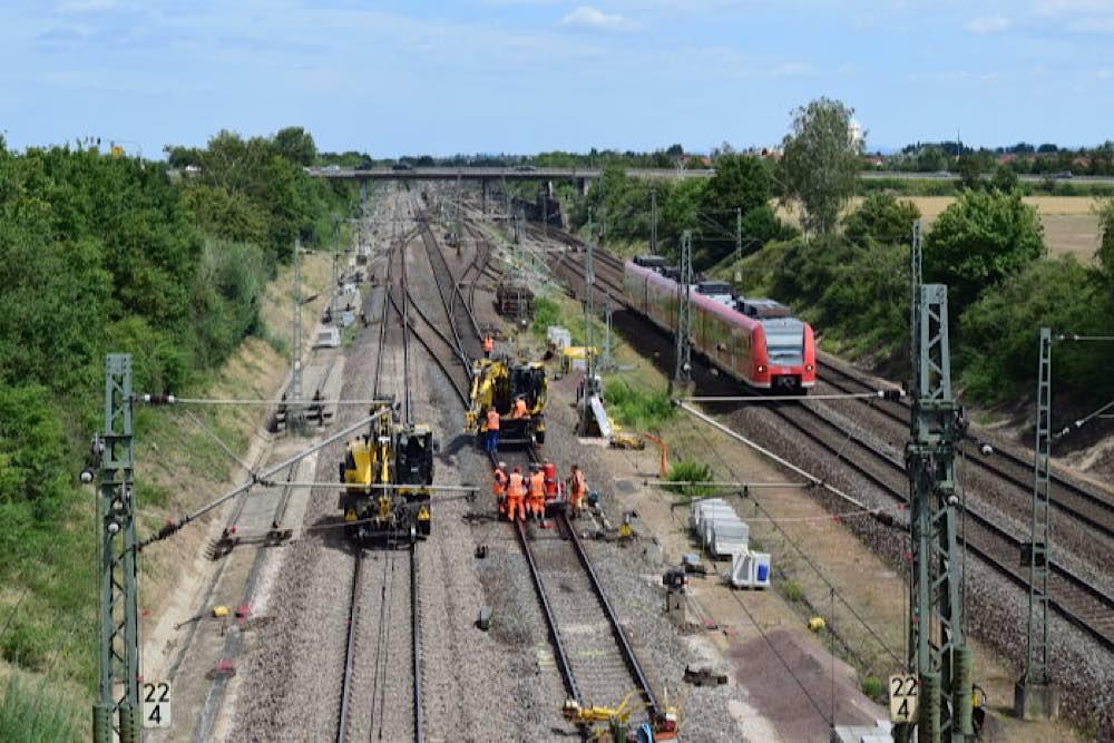 99 Kilometer Strecke in 205 Tagen erneuert • Fahrzeit für Reisende ab 1. November 2020 wieder 38 Minuten (Foto: Deutsche Bahn AG / Markus Kehnen)