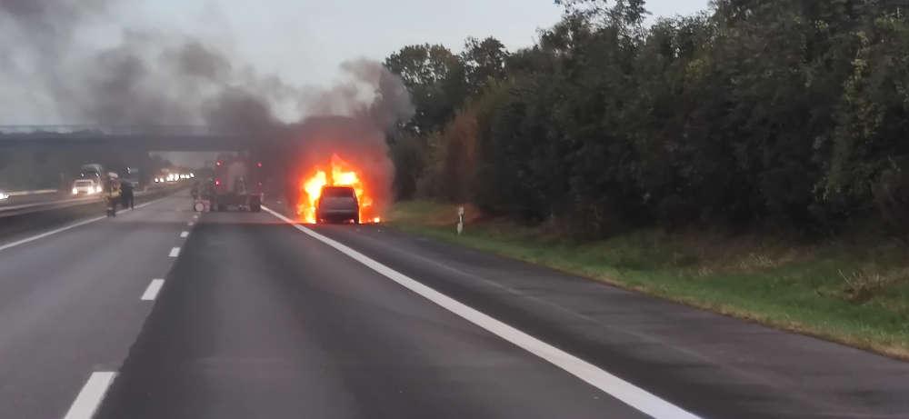 Pkw-Brand auf BAB 61 (Foto: Polizei RLP)