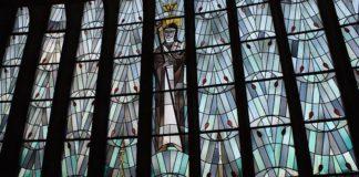 Das Hildegardsfenster in der gleichnamigen Kirche (Foto:Kath. Stadtdekanat Ludwigshafen)
