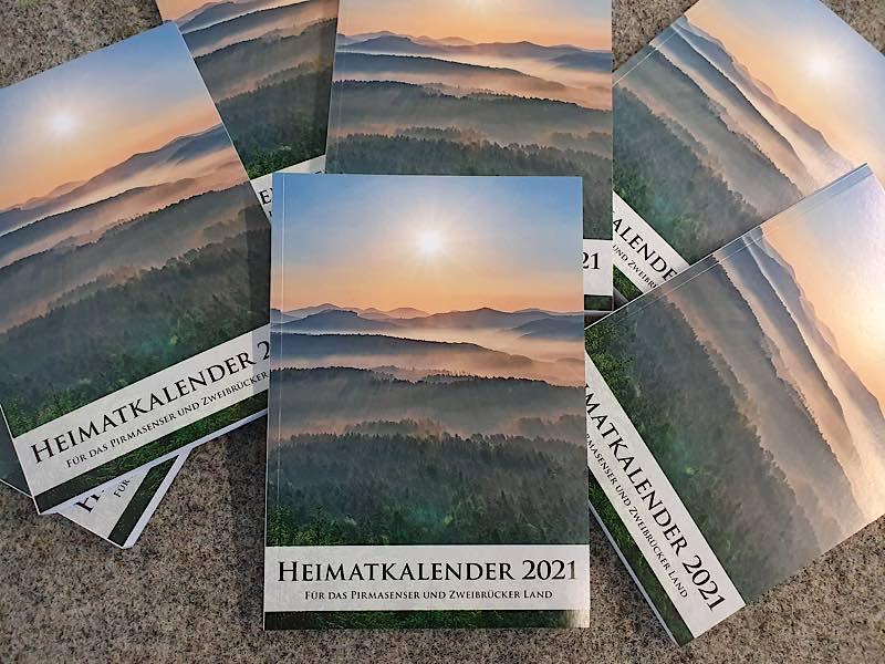 Die neue Ausgabe des Heimatkalenders für das Pirmasenser und Zweibrücker Land zeigt verschiedenste Facetten unseres Waldes auf. (Foto: Kreisverwaltung Südwestpfalz)