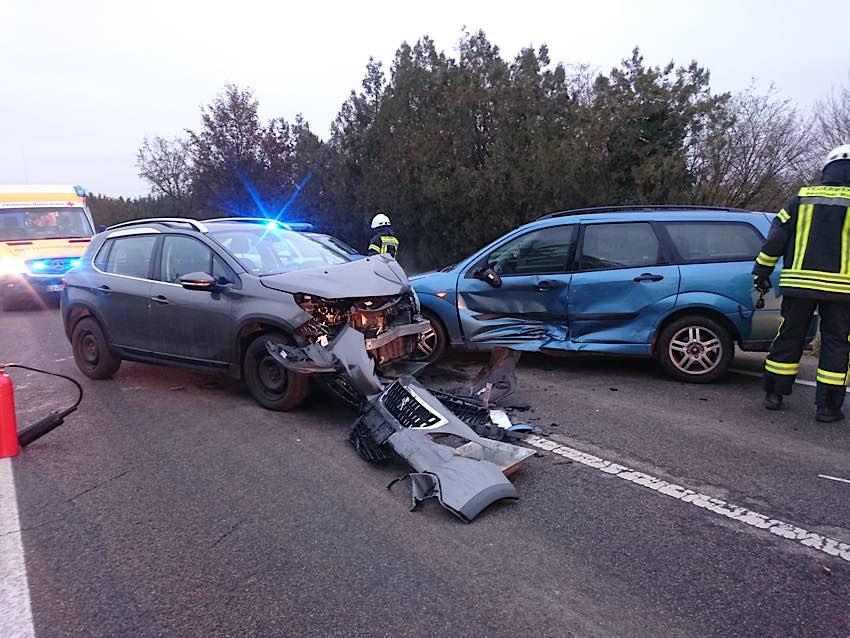 Verkehrsunfall auf der L 532 (Foto: Feuerwehr Neustadt)