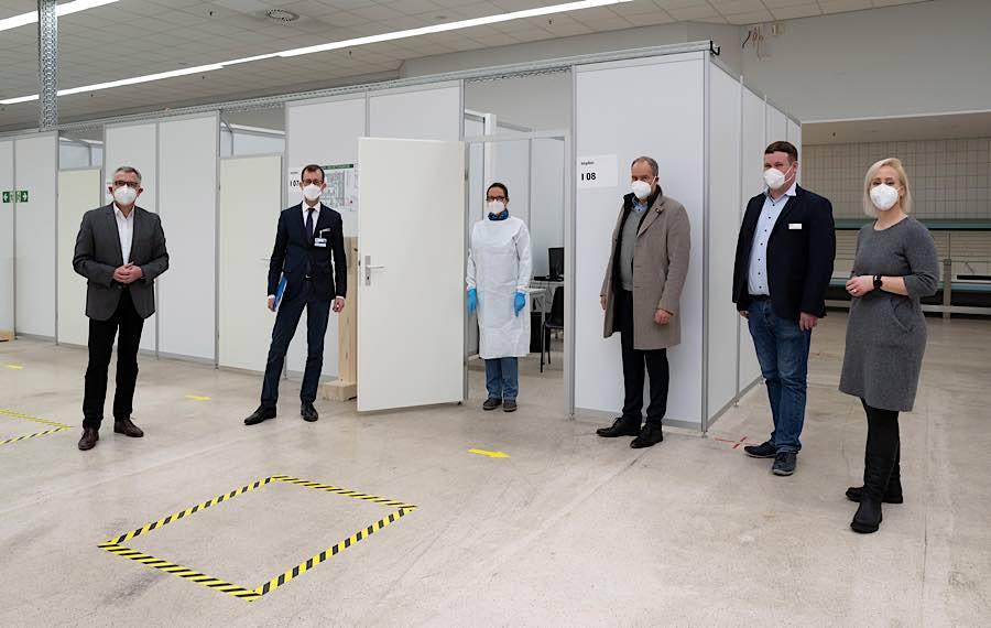 Landrat Dallinger, UKHD-Vorstandsvorsitzender Prof. Autenrieth, OB Prof. Würzner, ZIZ-Leiter Schulze und Dezernentin Kuss (Foto: Landratsamt Rhein-Neckar-Kreis)