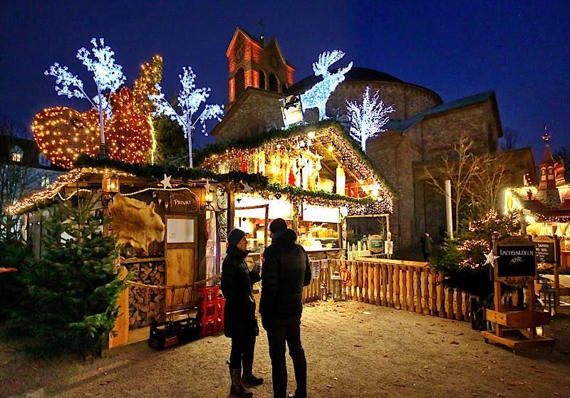 Weihnachtsstimmung am Kirchplatz St. Stephan (Foto: Stadt Karlsruhe)