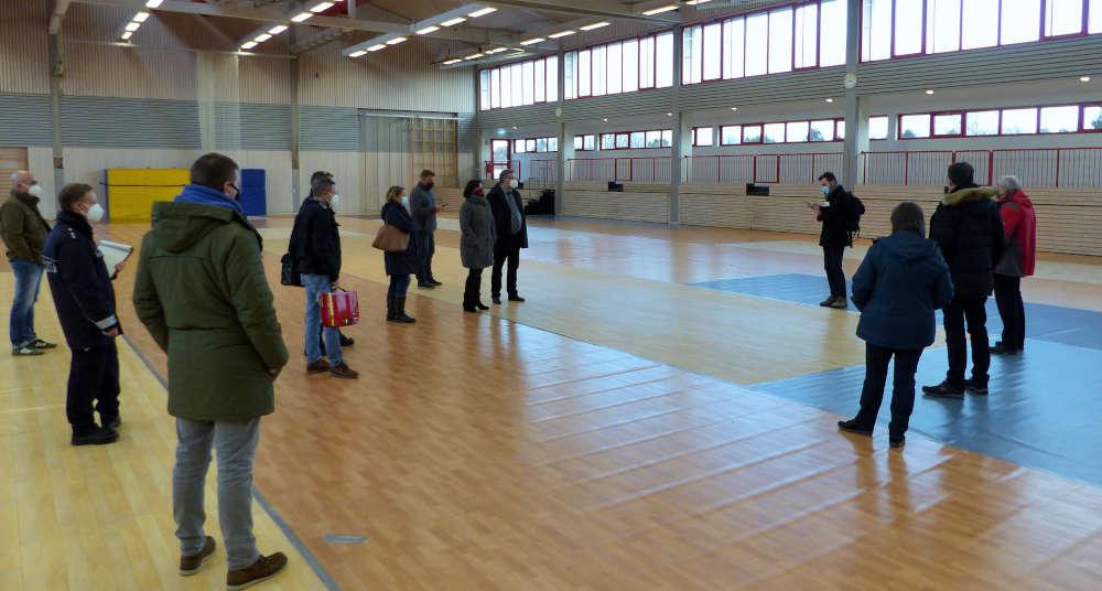 Besichtigung des in Kürze entstehenden Impfzentrums in der Neuen Kreissporthalle Schifferstadt (Foto: Kreisverwaltung Rhein-Pfalz-Kreis)