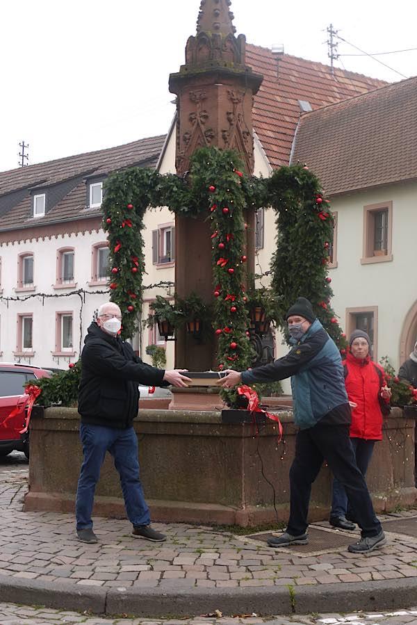 Vorstellung des Edenkobener Weihnachtsbrunnens (Foto: Rathaus Edenkoben/Martina Roth)
