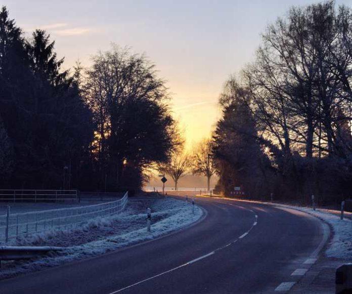 Symbolbild, Schnee, Glatt © Lennart Demes on Pixabay