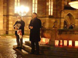 Oberbürgermeister Marc Weigel und Eberhard Dittus als Vertreter für die Gedenkstätte für NS-Opfer. (Gedenkstätte für NS-Opfer Neustadt e.V./Alice Fuß)