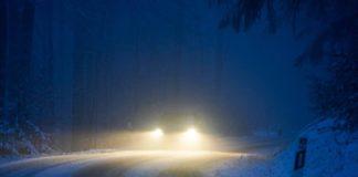 Symbolbild PKW Abend Schnee (Foto: Holger Knecht)