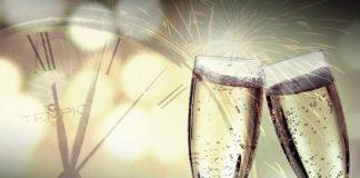 Symbolbild Silvester Neujahr Sektgläser (Foto: Pixabay)