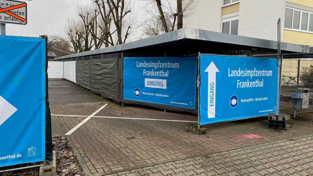 Impfzentrum FT - Einfahrt Banner (Foto: Stadtverwaltung Frankenthal)