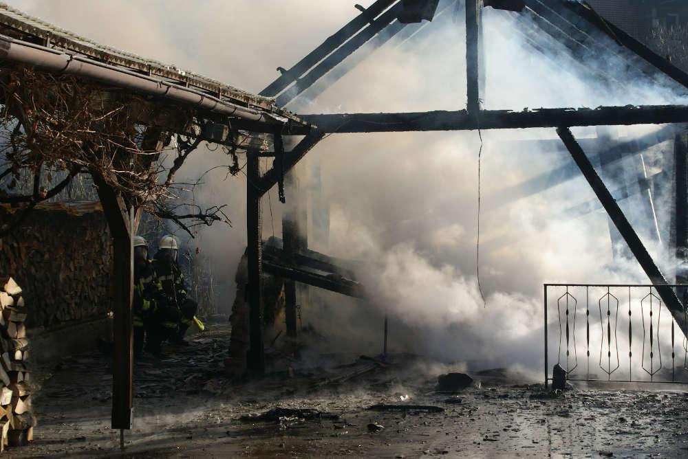 Brand eines Nebengebäudes in Appenthal (Foto: Presseteam der Feuerwehr VG Lambrecht)