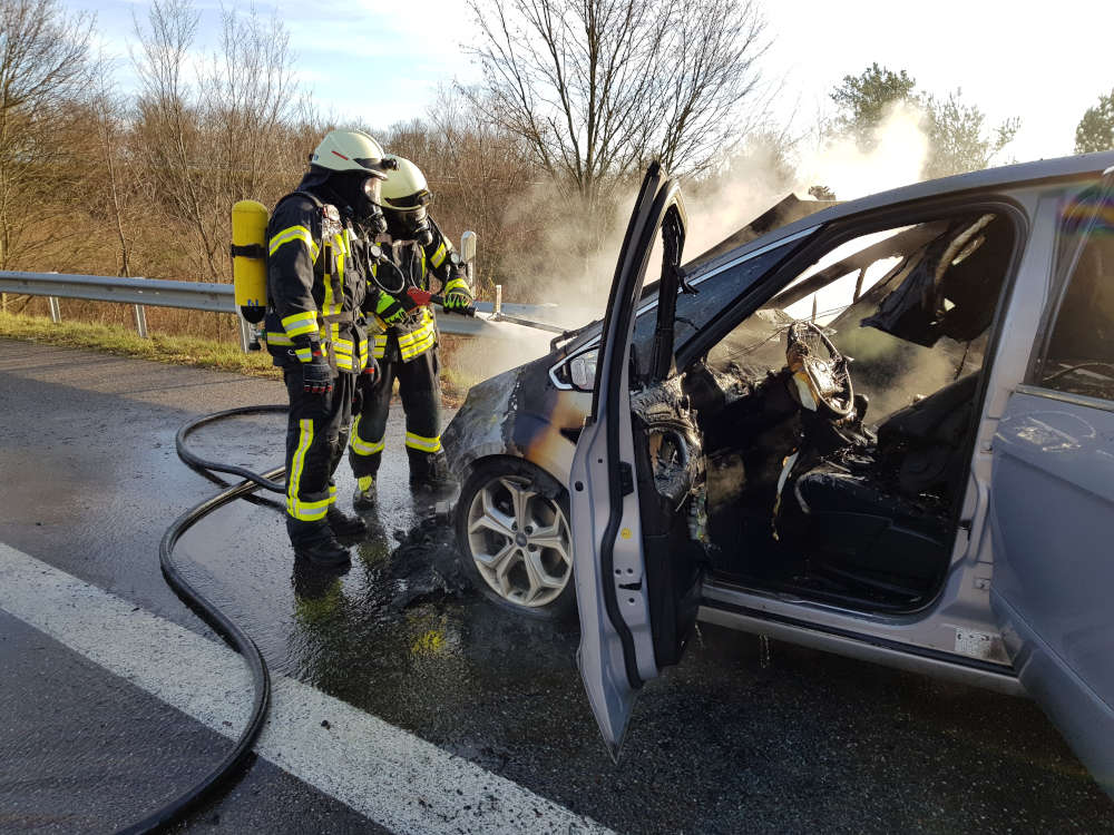 Fahrzeugbrand auf BAB 65 (Foto: Feuerwehr Neustadt)