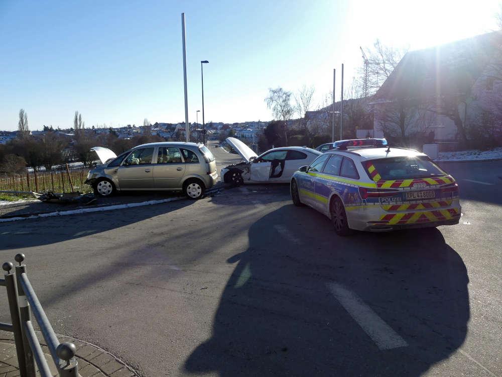 Verkehrsunfall im Bereich Dammstraße (Foto: Feuerwehr Neustadt)