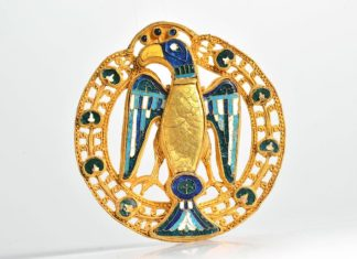 Große Adler-/Pfauenfibel, um 1000, Landesmuseum Mainz © GDKE Rheinland-Pfalz – Landesmuseum Mainz (Foto: Ursula Rudischer)