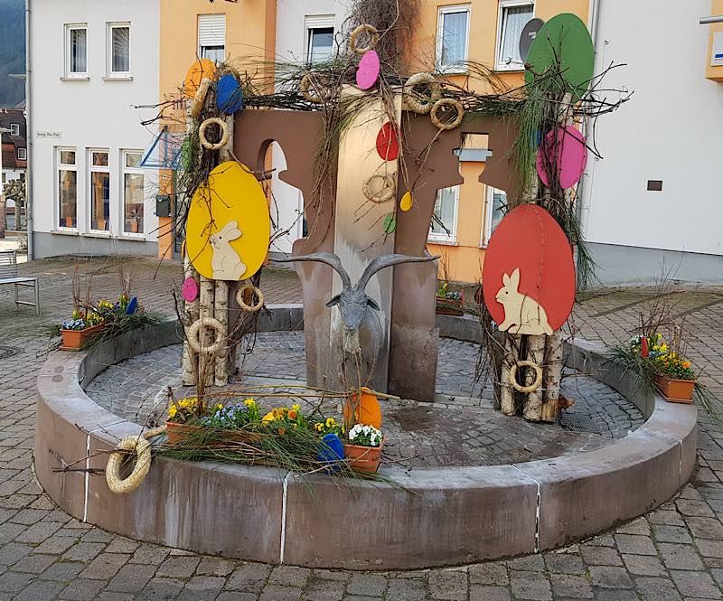 Der Osterbrunnen in Lambrecht im Jahr 2021 (Foto: FWG Lambrecht),