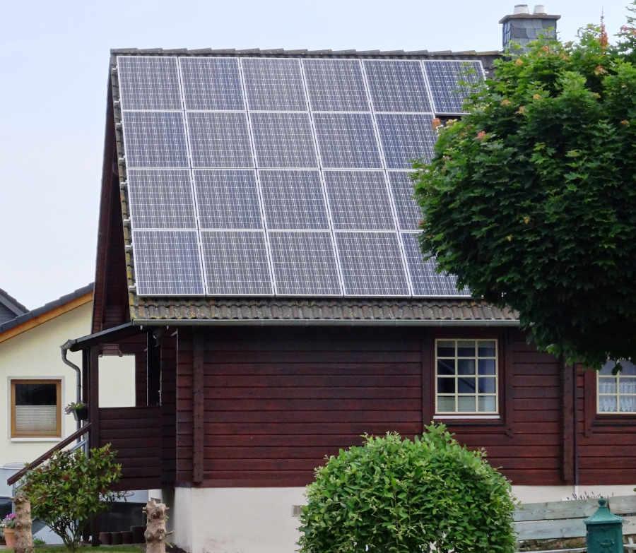 Jeder kann etwas gegen den Klimawandel tun: Solarstrom vom eigenen Dach. (Foto: Energieagentur Rheinland-Pfalz)