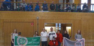 Ralf Schade, SV Zeutern (bei der Ehrung zum Fair Play-Monatssieger mit Uwe Schwabenland vom Fußballkreis Bruchsal, Mitte links) (Quelle: bfv)