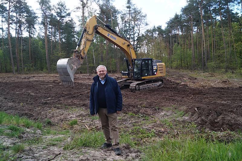 Landrat Ihlenfeld beim Baubeginn (Foto: Kreisverwaltung Bad Dürkheim)