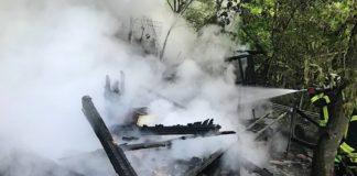 Eine Hütte brannte in einem Schrebergarten (Foto: Feuerwehr Neustadt)