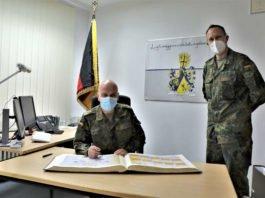 Eintrag in das Gästebuch des Bataillons (Foto: Frank Wiedemann/Bundeswehr)