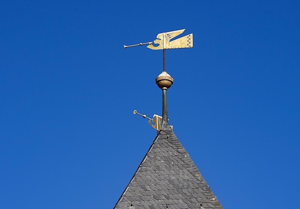 Engel auf dem Kirchturm der prot. Kirche Lambrecht (Foto: Holger Knecht)