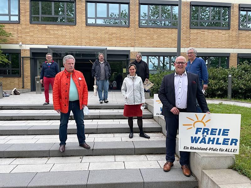 Vorstand der FREIEN WÄHLER Kreisvereinigung Ludwigshafen - v.l.: Thorsten Portisch (Kassenprüfer), Hans Arndt (Schatzmeister), Christian Ehlers, Ruth Hellmann (Schriftführerin), Hans Ehlers (Kassenprüfer), Markus Sandmann (1. Vorsitzender), Dr. Rainer Metz (2. Vorsitzender) (Foto: Freie Wähler)