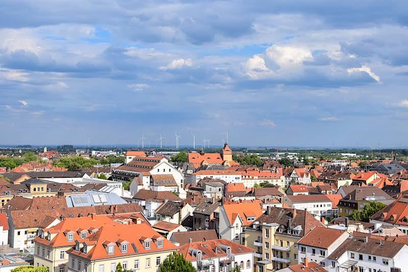 Der Blick auf Landau von oben. Die Südpfalzmetropole hat wie alle Kommunen mit den Auswirkungen der Corona-Pandemie zu kämpfen. (Quelle: Stadt Landau)