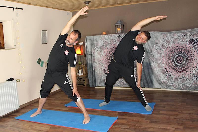 Workout tritt Yoga (Foto: FC Wacker Weidenthal)