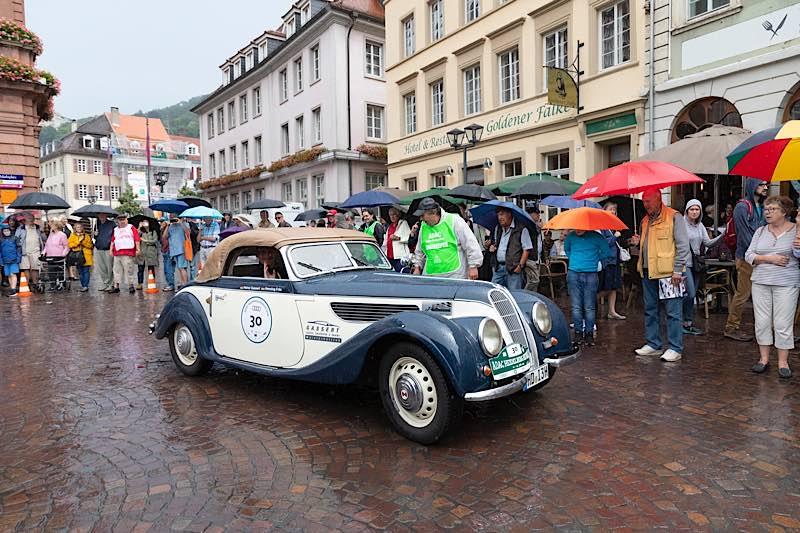 Auf Tuchfühlung mit den Teilnehmern der ADAC Heidelberg Historic wie hier während der Veranstaltung im Sommer 2019 – darauf müssen Oldtimerfans noch bis zum nächsten Jahr warten. (Foto: Luca Siermann)