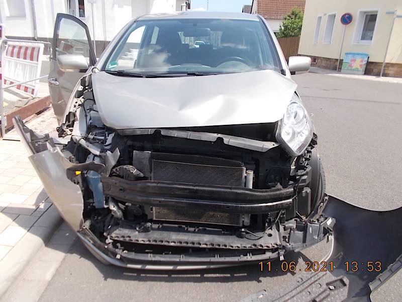 Unfallschaden am Verursacherfahrzeug (Foto: Polizei RLP)