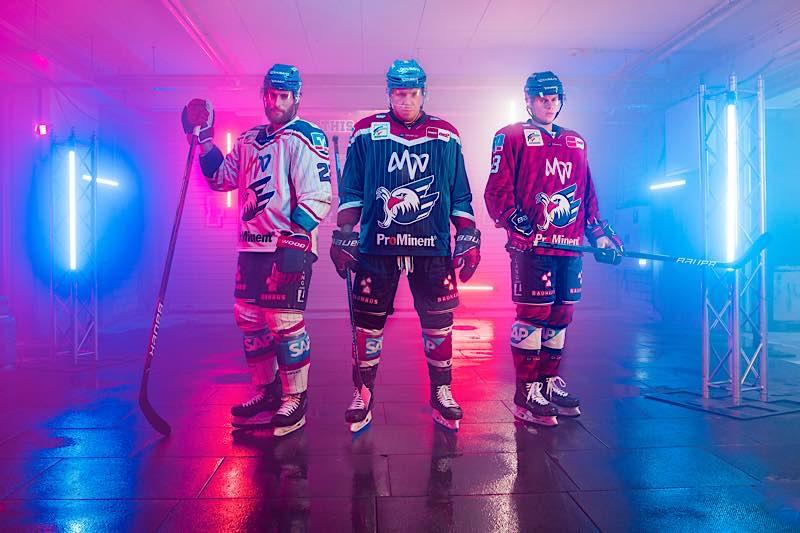 Vorstellung der Trikots der Saison 2021/22 (Foto: AS Sportfoto / Sörli Binder)