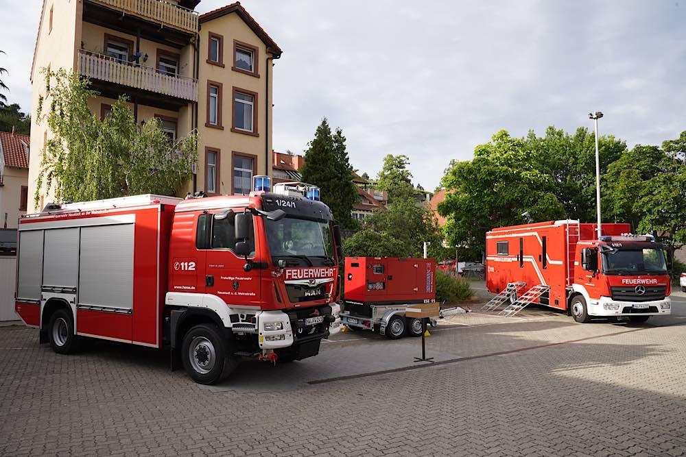 Fahrzeugübergabe an die Feuerwehr Neustadt an der Weinstraße (Foto: Holger Knecht)