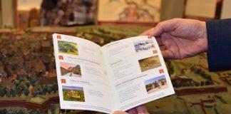 Festung erleben: Zum Festungssommer gehört auch ein Pass, mit dem man sich auf Erkundungstour begeben und Stempel sammeln kann. (Quelle: Stadt Landau)