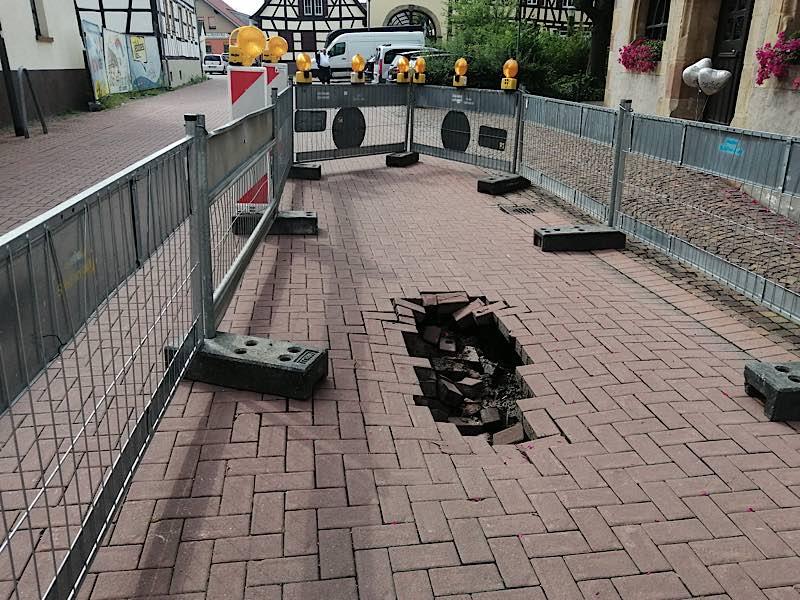 Der Straßeneinbruch (Foto: Stadtverwaltung Schifferstadt)