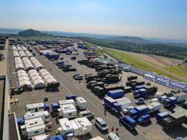 Das Grand-Prix-Fahrerlager des Nürburgrings. Eigentlich die Heimat für Rennteams oder Rock am Ring. Seit vergangener Woche eine zentrale Basis für Einsatzkräfte der Krisengebiete. (Foto: Nürburgring)
