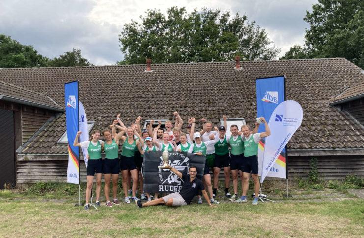 Das Foto zeigt die siegreiche Mannschaft der WG Karlsruhe (Foto: Sören Dannhauer)