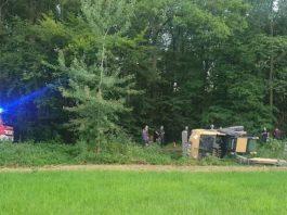 Der umgestürzte Bagger (Foto: Feuerwehr Haßloch)