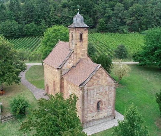 Liegt an der Klingenmünsterer Sternenschleife des Jakobswegs: Nikolauskapelle aus salischer Zeit(Foto: Bezirksverband Pfalz)