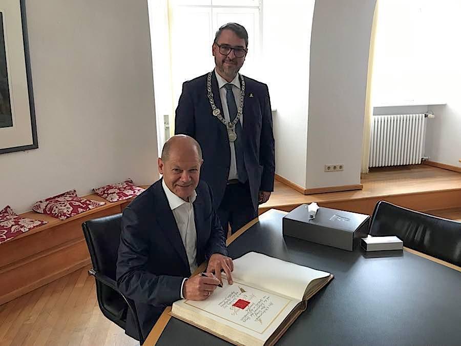 Olav Scholz und OB Marc Weigel (Foto: Stadtverwaltung Neustadt)