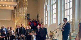 Oberbürgermeister Marc Weigel empfing die Gäste aus den Niederlanden im Saalbau. (Foto: Stadtverwaltung Neustadt)