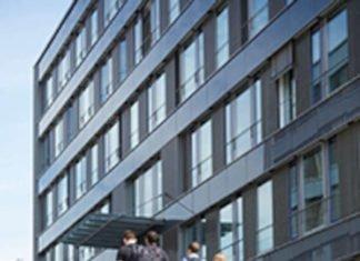 Treppenaufgang zwischen den Gebäuden I & K am Campus Landau (Foto: Hans-Georg Merkel)